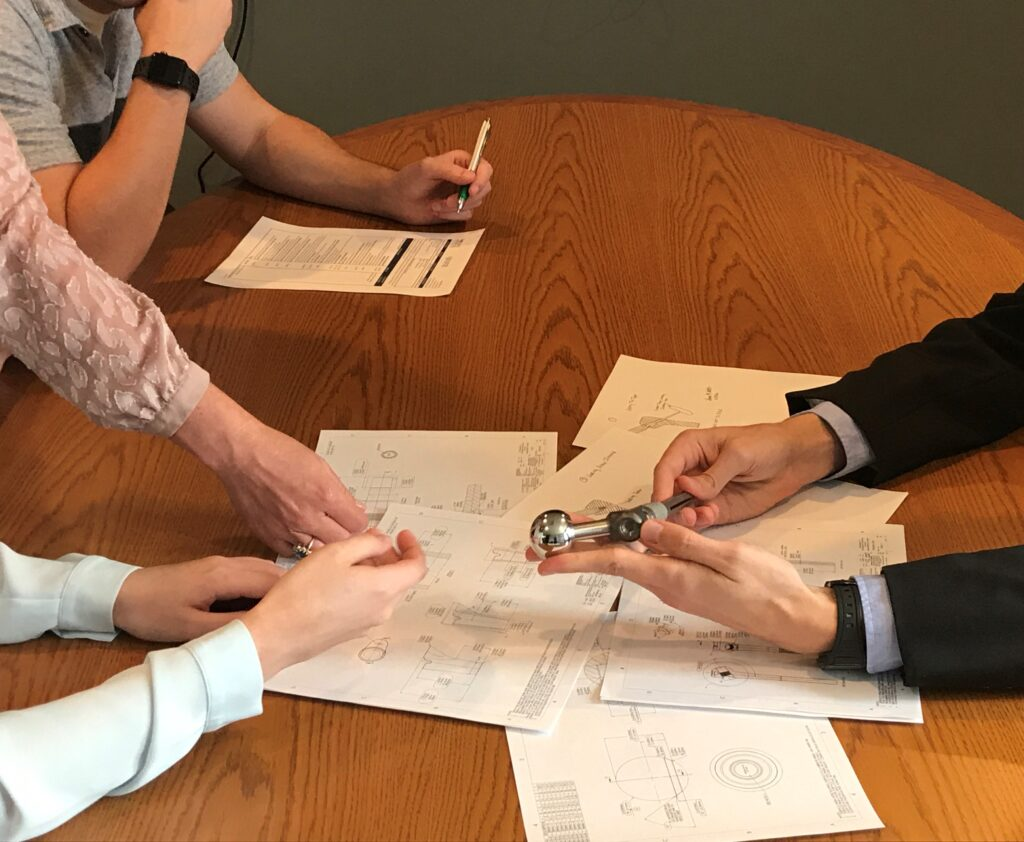 Medical_device_consulting-team_work